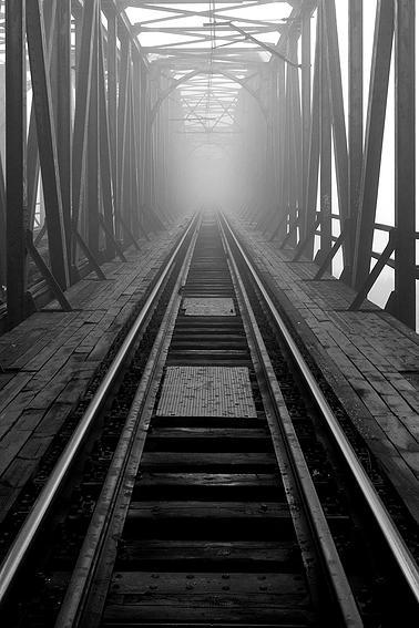 niedaleko mostów Warszawskich